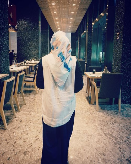 I don't run away, I just move forward..📷 @swastika_anggi-#fromtheback #ootd #outfit #clozetteid #hijabi #casual #quotes