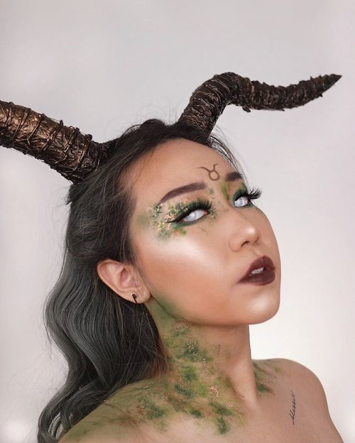 ZODIAC MAKEUP COLLAB✨ ⠀⠀⠀⠀⠀⠀⠀⠀⠀⠀⠀⠀ ⠀⠀⠀⠀⠀⠀⠀⠀⠀⠀⠀⠀ ♑️ Capricorn - @donnadys ♒️ Aquarius - @flovivi ♓️ Pisces - @michelle777lee ♈️ Aries - @liaistianaa ♉️ Taurus - @beatricenathania ♊️ Gemini - @miyaaliii ♋️ Cancer - @ptr.nra ♌️ Leo - @vivioctalia ♍️ Virgo - @fahirair ♎️ Libra - @amandasoraya ♏️ Scorpio - @ra29ranusa ♐️ Sagittarius - @nadyasmeen ⠀⠀⠀⠀⠀⠀⠀⠀⠀⠀⠀⠀ ⠀⠀⠀⠀⠀⠀⠀⠀⠀⠀⠀⠀ FACE @mineral botanica dura wear foundation - 15 @esqacosmetics the goddess cheek palette - aphrodite @banilaco_official @banilaco_id cheer flash highlight duo - 01 moon flash ⠀⠀⠀⠀⠀⠀⠀⠀⠀⠀⠀⠀ ⠀⠀⠀⠀⠀⠀⠀⠀⠀⠀⠀⠀ EYES @jamescharles x @morphebrushes palette - @explicit closet @thebathbox lid pigment - fawn @somethincofficial eyeliner @ttd_eye lens ⠀⠀⠀⠀⠀⠀⠀⠀⠀⠀⠀⠀ ⠀⠀⠀⠀⠀⠀⠀⠀⠀⠀⠀⠀ ⠀⠀⠀⠀⠀⠀⠀⠀⠀⠀⠀⠀ HORNS DIY (2 hari baru selesai bep) . . . . . . . . . . #zodiac #makeup #collab #indobeautygram #clozetteid @clozetteid @indobeautygram #tasyashoutoutfarasya @tasyafarasya #dwiendahpusparini @dwiendahpusparini #sbyglamsquad @sbyglamsquad @janineintansari @cindercella #janineintansari #cindercella #beauty #selfie #skincare
