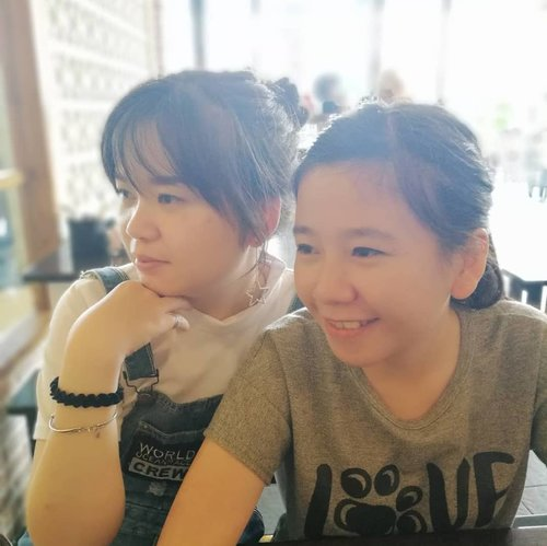 I realized how I love her and miss her so much after dia jauhhh disana dan aku jauhhh disini 😢.. Blood is thicker than water... My lovely little sister @agustina921 😍😍😍...PS: banyak yang bilang aku gak mirip ama dia 😂😂😂 ...#candid#throwback#latepost#little#sister#family#clozette#clozetteid#lifestyle#beauty#bloodisthickerthanwater#meetup#somuchfun#like#likeforlike#instaphoto#picoftheday#potd#instalike#ootd#pluitvillage#warungtekko#jekardah#thisisnotshortescape#workescape#lol#funniestling