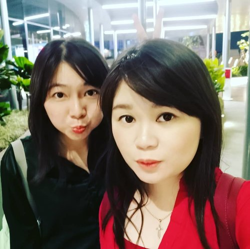 Soon.. We have to take another wefie @livia_mi 😍😛😙😎.. Miss you so much jimoii 😚😝😎.. PS: di jembatan kekinian lagi kah? 😂😂😂 Just swipe . . . #wefie#selca#latepost#throwback#throwbacktothatday#bff#bestie#clozette#clozetteid#lifestyle#beauty#meetup#somuchfun#like#likeforlike#instaphoto#picoftheday#instalike#cp#centralpark#mall#jembatankekinian#jekardah#missyou#shortescape#sweetescape#lol#just#swipe#funniestling