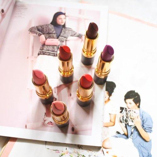 ON THE BLOG: Revlon Super Lustrous Matte Is Everything Lipstick . Produk andalan aku dalam ber-makeup bisa dibilang salah satunya adalah lipstick. Dan tentang lipstick ini nggak selalu hanya tentang warna. Buat aku kenyamanannya pun jadi yang terpenting termasuk pilihan shade warnanya . Ngomongin soal lipstick yang paling nyaman maka produk-produk dari @revlonid ini memang juaranya. Adapun yang baru-baru ini lagi sering aku pakai adalah Revlon Super Lustrous Matte Is Everything Lipstick. Selain karena formulanya, produk ini aku suka karena pilihan warnanya yang cukup lengkap. Untuk makeup daily maupun makeup untuk occasion pilihan warnanya dapat disesuaikn. Intinya dengan lipstick ini kita bisa bikin beragam look 👌 . Sedikit review tentang produknya bakalan aku bahas di story. Nah tapi kalau kalian nggak sabar untuk segera baca reviewnya. Bisa langsung klik aja disini: https://bit.ly/revlon-bold-matte (link on bio) . #RevlonID #BoldlyMatte #FOTD #ClozetteID #BeautyBlogger #BeautyBloggerBandung #BandungBeautyBlogger
