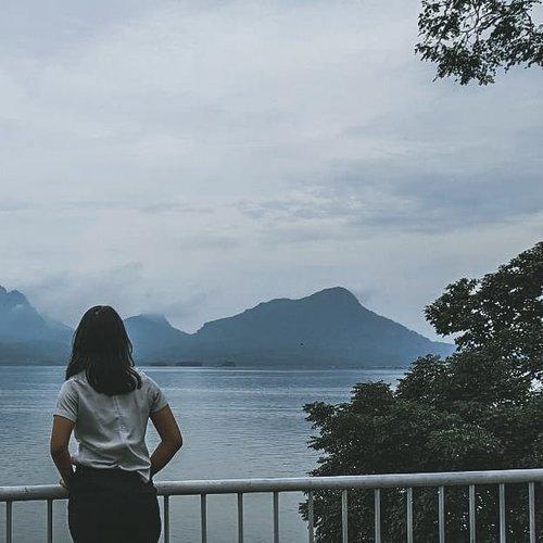 In the beginning, everything was fine.#photography #bokehphotography #leaklight #sonyalpha6000📷 #Hotelier #asiangirls #brandonwoelfel #leaklight #desaturated #clozetteid #indonesianbeautyblogger #mountain
