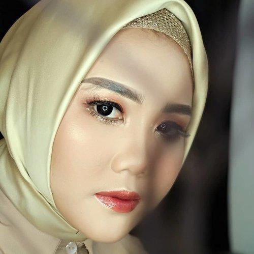 so love ♥️ . . . . MUA @asep.saepudin_makeup . . . #makeup #mymakeup #MUA #muajakarta #muatasikmalaya #muaciamis #clozette #clozetteid #bridemakeup