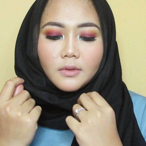 udah siap-siap malam mingguan, eh pacarnya jauh. 😅...Kali-kali bikin makeup yang lebih niat dikit, videonya lagi diedit. ...#dailymakeup #mymakeup #clozette #clozetteid #beautyblogger #beautybloggerid #makeup #indobeautygram