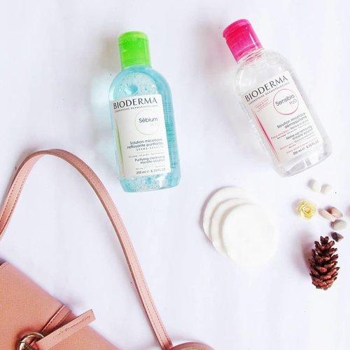 Hi ! Akhirnya aku nyobain lagi @bioderma_indonesia  Sensibio Micellar Water (Pink), bisa dibilang Bioderma ini adalah micellar water pertama yang aku coba tahun 2015 an. Aejak kenal micellad water, bersihin makeup jadi super cepet banget. Yang biasanya butuh 6-7 kapas untum satu wajah, pakai Bioderma cuma butuh 2-3 kapas aja. Review lengkapnya ada di www.cyanophyta.net (link at bio) Thankyou @bandungbeautyblogger 💕💕 #FreeYourSkin #BiodermaIndonesia #NAOSIndonesia #clozette #clozetteid