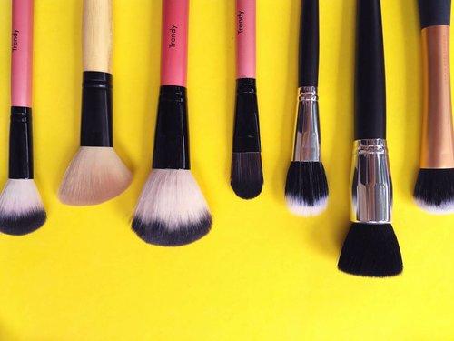 😒😒😒😒 #brush #makeupbrush #facebrush #clozettedaily #clozetteid #clozette #beauty #makeup #makeupjunkie #clozetter #beautublogger #beautybloggerid