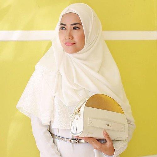 White for #Eid1436H Perfect with Halvo Bag from @merakigoods 😘 #ClozetteId #SimplyRaya