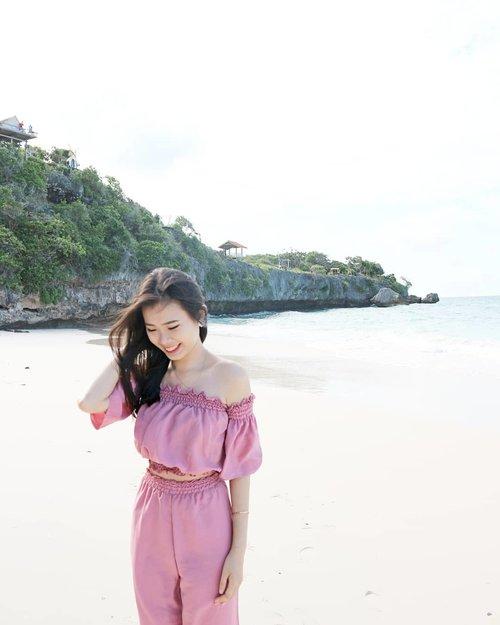 Smell the sea, and feel the sky. Let your soul and spirit fly 💙...................#clozetteid #likeforlike #stylephotography #ootd #ootdindo #ootdindonesia #ootdjakarta #ootdstyle#ulzzang #ootdshare #tampilcantik #ggrep #ggrepstyle #beautynesiamember #beautyjunkie #beautyinfluencer #like4like #l4l #beautyenthusiast #lookbook  #urbanfashion #lookbookindonesia #vsocam #bblogger #beach #sunkissed #sea #sealover #beachvibes