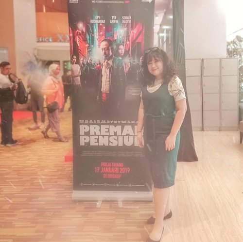 @mncp_movie Press Screening #FilmPremanPensiun with @komunitasisb. Semoga filmnya selucu sinetronnya 🙏🙏😁😁 #movies #film #movie  #cinema #actor #fashion #films  #photography #cinematography  #tv #filmmaking #model #video #actress #filmmaker #bhfyp #ootd #ootdindo #outfitoftheday #lookoftheday #fashion #fashiongram  #clothes #wiw  #instafashion #outfitpost #ootdfashion  #ootd #todaysoutfit #fashiondiaries #clozetteid