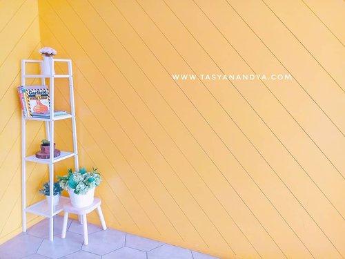 #interiorlovers#topstylefile #smallspacesqud #interiorboom#finditstyleit #interior123 #interiordesire #interiordetails #interiorforinspo #interior123 #homedecorideas#whitewalls #ihavethisthingwithcolour #eclecticdecor #midcenturymodern #finditstyleit #dailydecordose #Clozetteid #TasyaPlacesRecommendation #throwbackpic #throwback