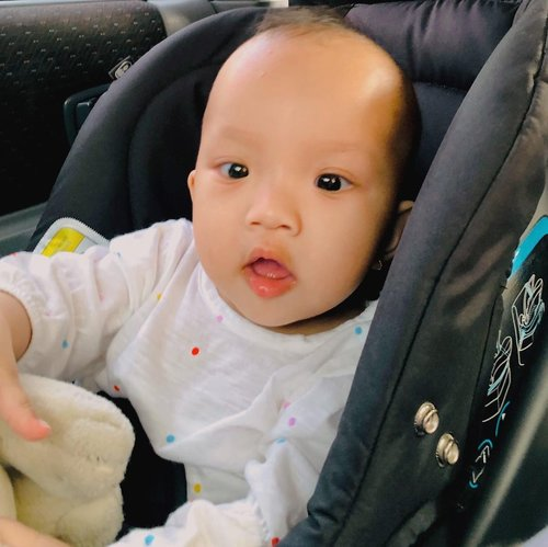 Si bayi yang udah makin besar . My Bebe is no longer a bebe, by 8th of may next month she will be 8 month old 🥲 #clozetteid