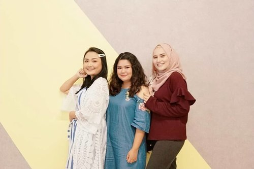 "<div class=""photoCaption"">@theshonet insiders gathering! With the usual partner @budiartiannisa and look who's thereeee @bebenadila 🤭😜❤️  <a class=""pink-url"" target=""_blank"" href=""http://m.clozette.co.id/search/query?term=makeup&siteseach=Submit"">#makeup</a>  <a class=""pink-url"" target=""_blank"" href=""http://m.clozette.co.id/search/query?term=beauty&siteseach=Submit"">#beauty</a>  <a class=""pink-url"" target=""_blank"" href=""http://m.clozette.co.id/search/query?term=makeupaddict&siteseach=Submit"">#makeupaddict</a>  <a class=""pink-url"" target=""_blank"" href=""http://m.clozette.co.id/search/query?term=makeupjunkie&siteseach=Submit"">#makeupjunkie</a>  <a class=""pink-url"" target=""_blank"" href=""http://m.clozette.co.id/search/query?term=motd&siteseach=Submit"">#motd</a>  <a class=""pink-url"" target=""_blank"" href=""http://m.clozette.co.id/search/query?term=makeuplover&siteseach=Submit"">#makeuplover</a>   <a class=""pink-url"" target=""_blank"" href=""http://m.clozette.co.id/search/query?term=instamakeup&siteseach=Submit"">#instamakeup</a>  <a class=""pink-url"" target=""_blank"" href=""http://m.clozette.co.id/search/query?term=wakeupandmakeup&siteseach=Submit"">#wakeupandmakeup</a>  <a class=""pink-url"" target=""_blank"" href=""http://m.clozette.co.id/search/query?term=clozetteid&siteseach=Submit"">#clozetteid</a>   <a class=""pink-url"" target=""_blank"" href=""http://m.clozette.co.id/search/query?term=tasyamakeuppreference&siteseach=Submit"">#tasyamakeuppreference</a>  <a class=""pink-url"" target=""_blank"" href=""http://m.clozette.co.id/search/query?term=beautysocietycollabreview&siteseach=Submit"">#beautysocietycollabreview</a>  <a class=""pink-url"" target=""_blank"" href=""http://m.clozette.co.id/search/query?term=beautychannelid&siteseach=Submit"">#beautychannelid</a>  <a class=""pink-url"" target=""_blank"" href=""http://m.clozette.co.id/search/query?term=beautybloggerindonesia&siteseach=Submit"">#beautybloggerindonesia</a>  <a class=""pink-url"" target=""_blank"" href=""http://m.clozette.co.id/search/query?term=bloggerceria&siteseach=Submit"">#bloggerceria</a>  <a class=""pink-url"" target=""_blank"" href=""http://m.clozette.co.id/search/query?term=ragamkecantikan&siteseach=Submit"">#ragamkecantikan</a>  <a class=""pink-url"" target=""_blank"" href=""http://m.clozette.co.id/search/query?term=tampilcantik&siteseach=Submit"">#tampilcantik</a>  <a class=""pink-url"" target=""_blank"" href=""http://m.clozette.co.id/search/query?term=indonesianbeautyblogger&siteseach=Submit"">#indonesianbeautyblogger</a>  <a class=""pink-url"" target=""_blank"" href=""http://m.clozette.co.id/search/query?term=indobeautysquad&siteseach=Submit"">#indobeautysquad</a>  <a class=""pink-url"" target=""_blank"" href=""http://m.clozette.co.id/search/query?term=beautybloggertangerang&siteseach=Submit"">#beautybloggertangerang</a>  <a class=""pink-url"" target=""_blank"" href=""http://m.clozette.co.id/search/query?term=bloggermafia&siteseach=Submit"">#bloggermafia</a>   <a class=""pink-url"" target=""_blank"" href=""http://m.clozette.co.id/search/query?term=kbbvfeatured&siteseach=Submit"">#kbbvfeatured</a></div>"