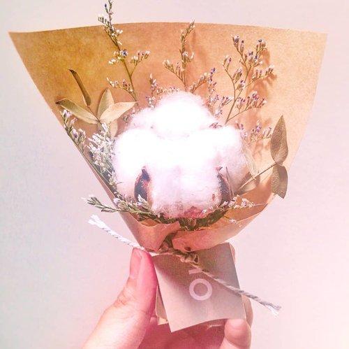 """Personality is to a man what perfume is to a flower.""- Charles M. Schwab··#flowerpic #flowermagic #flowerporn #flowergirl #florals #flowerlove #flowershop #flowersofinstagram #flowers #flowerslovers #flowerart #flowerstyles_gf #floral #flowery #bouquet #bouquetofflowers #cottonflower #driedflowers #clozetteid #lb"