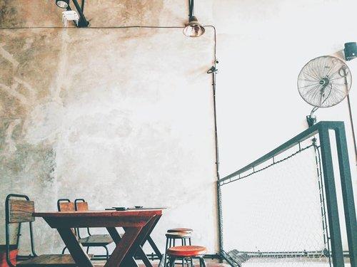 #manualjkt #placestogokt #foodmedicine #foodpornography #foods #foodie #jktgo #foodgawker #restaurant #restaurantday #restaurantdecor #ihavethisthingwithcolour #ihavethisthingwithfloors #ihavethisthingwithwalls #fromwhereisit #view #pov #pointofview #fotografia #photography #photographerlife #clozetteid #kotatuajakarta #vintage #vintagedecoration #tasyaplacesrecommendation