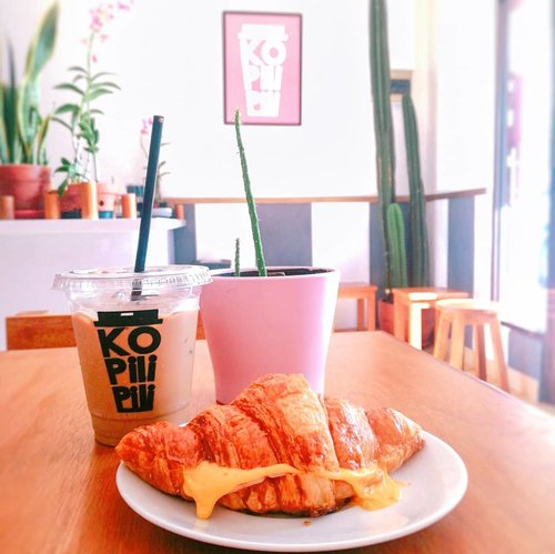#clozetteid #foodie #foodstagram #foodgawker  #kulinertangerangselatan #kulinerbintaro #foodporn #foodstagram  #foodgasm #mouthgasm #foodphotography #food52 #foodtruck #foodpic #bakery #pastry #croissant #brownies #chocolatebrownies #eskopisusu #kopisusujakarta #kopisusukekinian #masfotokopi #mbakfotokopi #kopiindonesia #caffeine #caffeinated #caffeineandoctane #coffee #coffeetime☕ #morningcoffee