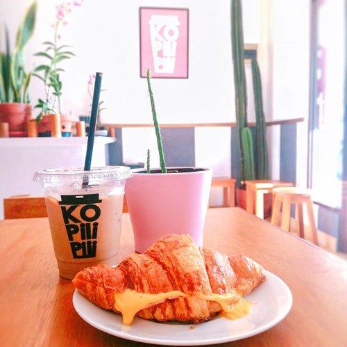 #clozetteid #foodie #foodstagram #foodgawker  #kulinertangerangselatan #kulinerbintaro #foodporn #foodstagram  #foodgasm #mouthgasm #foodphotography #food52 #foodtruck #foodpic #bakery #pastry #croissant #brownies #chocolatebrownies #eskopisusu #kopisusujakarta #kopisusukekinian #masfotokopi #mbakfotokopi #kopiindonesia #caffeine #caffeinated #caffeineandoctane #coffee #coffeetime☕ #morningcoffee