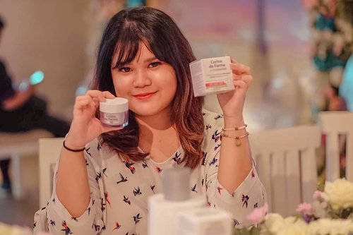 At the launching of @corinedefarme_id  newest product launching with @beautyjournal ! ❤  #corinedefarmeid #itsmynature #moisturizer  #corinedefarmexbeautyjournal  #corinedefarme #beautyjournal #beauty  #instamakeup #skincareproduct #wakeupandmakeup #beautyblogger #skincare #instagood #instabeauty #hairstyle  #ilovemakeup #clozette #clozetteid  #facialtreatment #healthyskin #bareface
