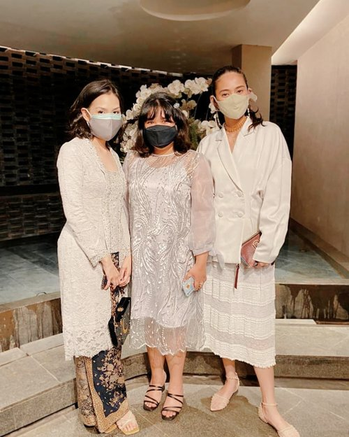 Pandemic wedding #ootd be like 🙂🙂🙂 #wearmask #staysafe #clozetteid