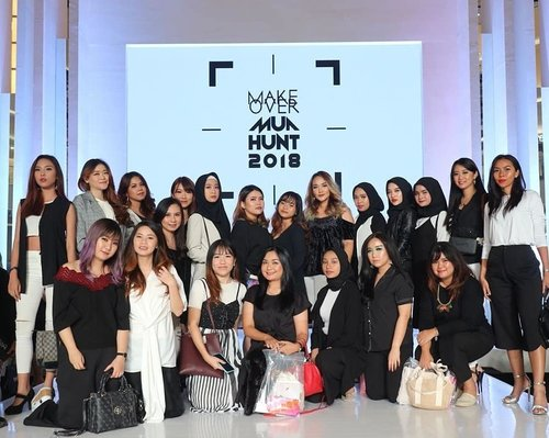 Attending @makeoverid MUA Hunt 2018 with @beautybloggerindonesia 🤗. · · #BBIxMAKEOVER #beautybloggerindonesia #BBIJFW2019 #MAKEOVERMUAHUNT2018 · #ootd #ootdindo #outfitoftheday #lookoftheday #fashion #fashiongram #outfit #clothes #wiw #envywear #instafashion #outfitpost #fashionpost #todaysoutfit #fashiondiaries #clozetteid  #jfw #jfw2019 #monochrome #beautyblogger