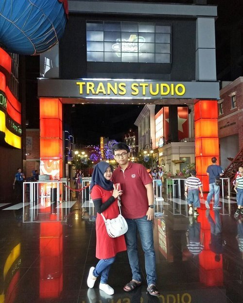 Everyday holiday at @transstudio.bandung 👫#holiday #transstudiobandung #themepark #husband #redcostume #couple #clozetteid