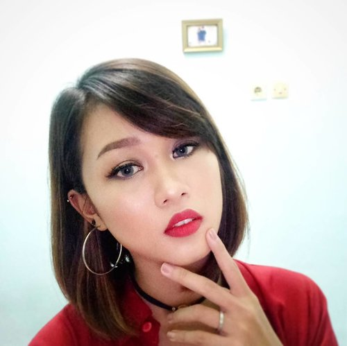 Life is better in Red Lipstick 💄  #sephoraidnbeautyinfluencer #beautynesiamember #sephorabeautyinfluencer #beautynesia #itsanatte #beautyblogger #beautyvlogger #makeup #clozetteid #clozette #sephoraidn #beautychannelid #redlipstick #lipstick