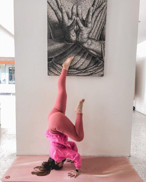 One fine day, walaupub puasa jangan lupa untuk tetap berolahraga ❤️  Lucuk banget ini pink pink, nyobain legging dari @myrism.global dan ternyata super nyaman. By the way legging nya juga busa dipakai buat keseharian jalan jalan loh, warnanya juga cute #LADYBOSS #myrism #ClozetteIDReview #ClozetteID @clozetteid