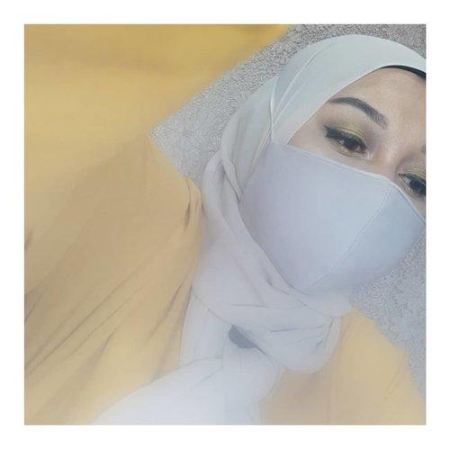 Udah ikutan giveaway #CantikPakaiMasker belum nih?Modalnya cuman selfie pake masker + eye makeup aja lho! Gampang banget buat dapetin hadiah yang sungguh aduhai-hai-hai aduh asyiknya~#clozetteid #giveawayindo #giveawayalert