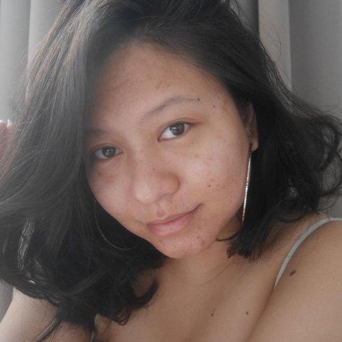 I woke up like this. 😎Literally.• foto gak aku edit, langsung dari kamera• gak ada tambahan makeup• cuma kasih anting Big Hoop biar badai• rambut sisa catokan semalem 🌝🌝🌝Tapi harus diakuin, bonus agak kinclong karena aku pake Mirrorless Camera @lumix @lumixindonesia terus Lighting-nya Cahaya Ilahi.•••#clozetteid #100daysofmakeup #makeuplooks #makeuplovers #inssta_makeup #liquidlipstick #make4glam #makeuplovers #witchcraft #myartistcommunity #indobeautygram #indobeautyblogger #bareface #thepowerofmakeup