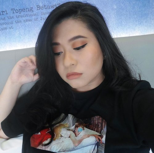 Oh! I'm sorry . . . Does my eyeliner hurt your hand? Or my back hurts your knife? You tell me!!!!!Eyeliner : @maybelline Line Tattoo High Impact Liner••#ClozetteID #SOCOBeautyNetwork #maybelline #maybellineindonesia #MNYLiner #MNYitLOOK