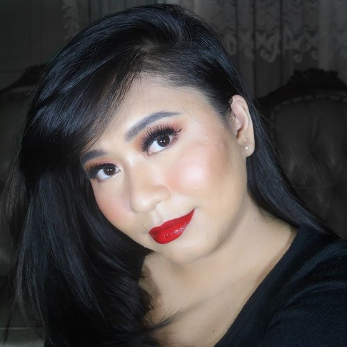 """Beauty to me is about being comfortable in your own skin. That, or a kick-ass Red Lipstick"" - @gwynethpaltrow ~ The Red : RIVERA Gotta Be Matte Lip Cream, 301 Vibrant Red The Shine : RIVERA Moisture Glow Lip Gloss, 02 Sparkle Pink @riveracosmetics ~ #ClozetteID #LiveLifeEmpowered #ExtremePlumpItUp #BeautyEnthusiast #MakeupLover #makeuplovers #makeupjunkie #makeupblogger #beautyblog #beautygram #beautybloggerpage #indobeautygram #indobeautyblogger #beautybloggerindonesia #BeautyBloggerIndo #inssta_makeup #makeupisart #makeuplooks #make4glam  #lumixindonesia #undertheradar_makeup #100daysofmakeup #tampilcantik #liquidlipstick"