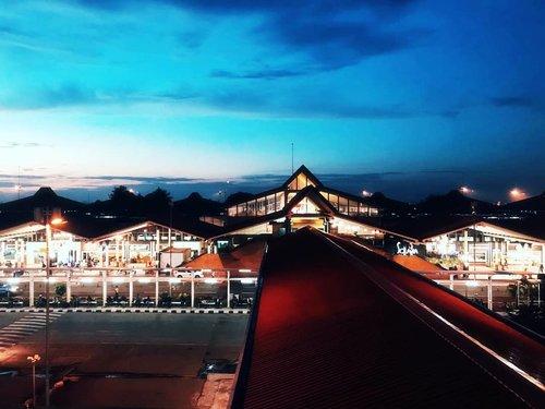 Life is tough, my darling, but so are you.- Stephanie Bennett Henry #HYFR•📷 : @riccosufianto #ClozetteID #travelgram #travels #pesonaindonesia #travelpic #travelogue #travelmore #jakarta #airport