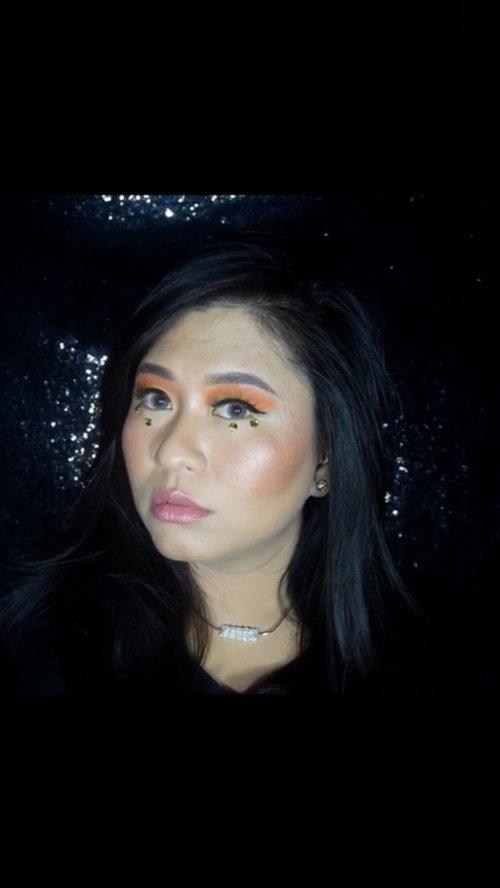Primer : @catrice.cosmetics Fixing Spray Matt Finish Bb Cream : @thesimplicity_id Perfect Glow, 02 Honey Powder : @eminacosmetics Bright Stuff Cheek : @barrymcosmetics_id Contour Kit Cheek : @esqacosmetics Goddess Cheek Palette  Eyeshadow : @focallurebeauty Bright Lux Eyeshadow : @makeuprevolution Regeneration Mischief Mattes Lips : @indoganic_official Lip & Cheek Crayon, Coral Crush • • #ClozetteID #SocoBeautyNetwork #Catrice #TheSimplyCityID #Barrym_id #esqaddicted #Focallure #MakeupRevolution
