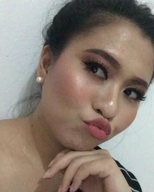Selamat malam minggu, mblo!!!!! Make up By : Musuh Bebuyutan @miawwmelindaa - Airbrush yoooowww!!!! (maap, w tambahin bronzer dikit, Tq. Hahahahaha) • #ClozetteID #MakeupLover #makeuplovers #makeupartist #makeupjunkie #makeupblogger #beautylover #beautyblog #mua #beautygram #beautybloggerpage #indobeautygram #indobeautyblogger #beautybloggerindonesia #BeautyBloggerIndo #inssta_makeup #makeupisart #makeuplooks #make4glam #liquidlipstick #lumix #lumixgf8 #undertheradar_makeup #tampilcantik
