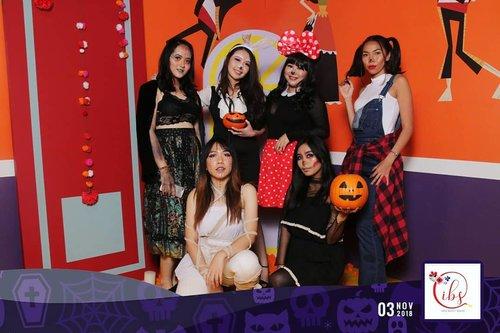 Halloween Party with @indobeautysquad at @plaza_indonesia ! 👻👻 Acara nya keren dan seru banget! Thankyou for having me! ❤❤ Special thanks to: @indobeautysquad @absolutenewyork_id @eyelovin  @tuchroses @naruko.indonesia @evete_naturals @plaza_indonesia - #IBSxAbsolutenewyork_id #IBSTooCuteToSpook