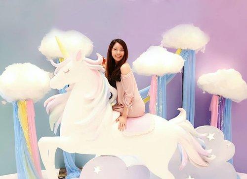 "<div class=""photoCaption"">Flying with Mr. Unicorn! 🦄🦄 Btw, aku lagi ada di Unicorn Land di @mallofindonesia! Kali ini MOI bikin konsep yang super gemes, dan banyak banget spot"" lucu dengan konsep Unicorn! 💕<br /> <br /> Jadi letak nya ada di Main Atrium Ground Floor.. Jadi jangan lupa mampir yaaa! Unicorn Land ada sampai tanggal 14 Juli 2019! 🦄<br /> -<br /> 📷 : @meiliyana_11<br /> -<br />  <a class=""pink-url"" target=""_blank"" href=""http://m.id.clozette.co/search/query?term=MOIunicornland&siteseach=Submit"">#MOIunicornland</a><br />  <a class=""pink-url"" target=""_blank"" href=""http://m.id.clozette.co/search/query?term=Unicorn&siteseach=Submit"">#Unicorn</a><br />  <a class=""pink-url"" target=""_blank"" href=""http://m.id.clozette.co/search/query?term=UnicordLand&siteseach=Submit"">#UnicordLand</a></div>"