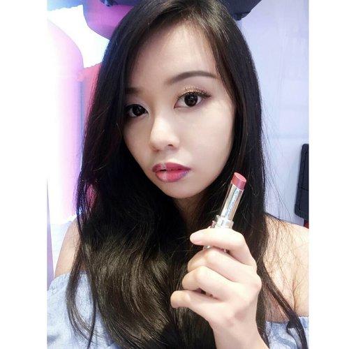 "Trying new lipstick from @shuuemura ""Rouge Unlimited"" with @gelangelicca ! Super pigmented! Love this product so much! ❤ . #Shuuemuraid #rougeunlimited #lipart #shuuemuralipart . . #bloggermafia#indobeautygram#workshop#indobeauty#mua#skincare#l4l#blogger#beautyevent#beautyinfluencer#blogger#makeuplook#beautybloggerindonesia#bvloggerid"