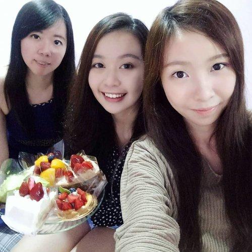 "Another surprise from cci @christie.lim18 ! Pas banget aku mau nyobain kue dari @chateraise.id dll, tiba"" di bawain! Hahaha.. thankyou cici! 😘😘 - #birthday  #twentysixandblessed  #friendship  #family #chateraisemoment"