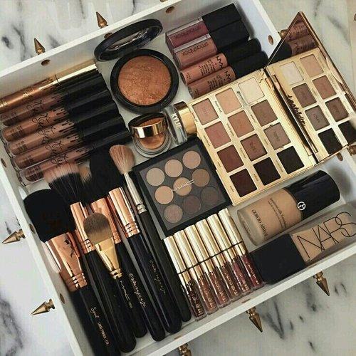 when I love natural colours.  #ClozetteID #makeup #brush #blushon# #foundation #Mac #Nars #Lipgloss #Lipquid #Bronze #Eyeshadow