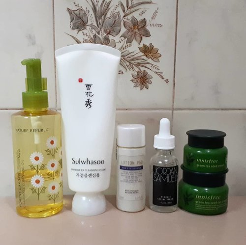 P.M Routine 🎀 Step 1 Cleansing Oil : Nature Republic Forest Garden Chamomile Cleansing Oil 🎀 Step 2 Cleanser : Sulwhasoo Snowise EX Cleansing Foam 🎀 Step 3 Acid Toner : Biologique Recherche P50 🎀 Step 4 Serum : Jordan Samuel Hydrating Serum 🎀 Step 5 Moisturizer : Innisfree Green Tea Seed Cream 🎀 Step 6 Eye Cream : Innisfree Green Tea Seed Eye Cream  @naturerepublic.id  @naturerepublic_kr @sulwhasoo.indonesia @sulwhasoo.official  @biologique_recherche_usa  @biologique_recherche @jordansamuelskin  @innisfreeindonesia  @innisfreeofficial  #honeyskin #꿀피부 #skincare #skincareaddicted #skincarecommunity #skincareobbsessed #skincarediary #cosmetics #beautydiary #beautyaddict #beautyobbsessed #beautycommunity #abbeauty #abcommunity #instabeauty #koreanskincare #westernskincare #instabeauty #beautybloggerindonesia #indobeautygram #indobeautysquad #beautynesia #ClozetteID #bloggermafia