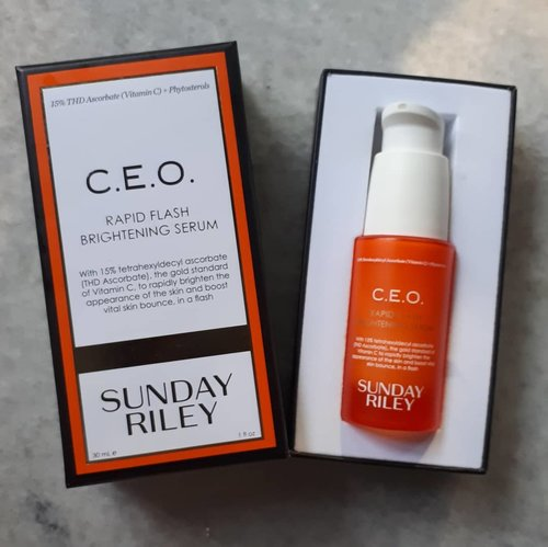 Since my face can not accept a potent vit C a.k.a LAA, I've tried the derivatives of it. Now, I know THD and SAP are the best derivatives vit c so far that suitable on my skin. SAP is good for my acne,while THD is good for acne hyperpigmentation. This one is THD from @sundayriley. I bought my second bottle! Yippi yeay.. Love it. Worth the splurge. So, my rate about C.E.O Rapid Flash Brightening Serum is 🎀🎀🎀🎀🎀 #skinobsessed #skincarehaul #skincareaddicted #skincarecommunity #skincareobsessed #skincareroutine #skincare #instabeauty #beautygram  #abbeauty #ribbonskincarereview  #serum #skincarejunkie #skincarediary #skincareaddict #beauty #beautybloggerindonesia #indobeautygram #indobeautysquad #beautynesia #ClozetteID #bloggermafia