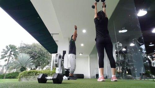 Setelah vakum beberapa minggu. 💪💪💪Mulai workout lagi. Tapi ga maksa harus yang langsung berat. Pelan-pelan menyesuaikan lagi...Workout at @functionaltraining_jkt .#workout #functionaltraining #functionaltrainingacademy#clozetteid #cyndaolahraga