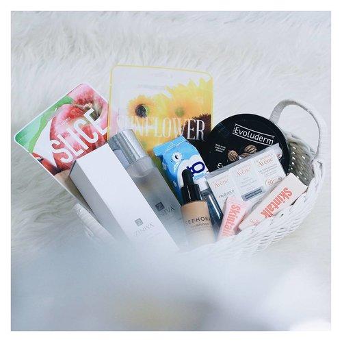 Yay! Thankyou for this end year gift @bloggermafia dan papi @joonbond . @eauthermaleaveneindonesia @tammia_indonesia  @tammiaonline  @zinivaofficial  @evoludermid @kocostarid @skintalk_ . #bloggermafiaunboxing2017  #bloggermafiaunboxing #clozetteid #beauty