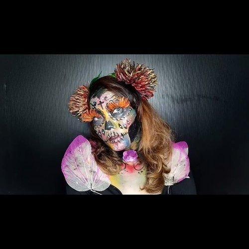 Viva Cosmetics: Rainbow Floral Sugar Skull Makeup Look Nah ini versi benernya.. Sumpah ini tuh makeupnya bener bener ngasal karena ga di konsep tau tau jadi aja gitu begini 😂 Suka gitu deh emang kalo makeup giliran di konsep bagus2 eh eksekusinya B aja malah kebanyakan gajadi jadi.. Giliran ga dikonsep tau2 jadi begini wkwk.. Sama kek jodoh giliran diharapkan ga jadi jadi, eh giliran ga diharapkan tau tau jadi hahaha.. Makeupnya cuma pake ❤@viva.cosmetics Body Painting Red-Yellow-Green-Blue-Black-White ❤Hairpiece dari @pelipelahairpiece ❤Bulumata siluman hutan hujan mampu membasmi mantan beserta selingkuhan-selingkuhannya dari @stroberiteen . . . . . . . . . #BeautyGuru #BeautyVlogger #ClozetteID #Beautiesquad #bvloggerid #beautynesiamember #muajakarta #indobeautygram #indovidgram #indobeautyvlogger #bunnyneedsmakeup #ivgbeauty #sfx #sfxmakeup #halloween #halloweenmakeup #halloween2017 #facepaint #vivacosmetics #vivacosmeticshalloween #bodypaint #bodypainting #skull #skullmakeup #sugarskull #sugarskullmakeup #floralmakeup #florals #hairpiece  #rainbowmakeup