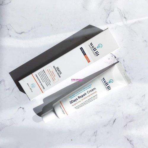 🌸 Well Lit 3Days Repair Cream 🌸Ini adalah salah satu produk yang bisa mengatasi masalah kulit wajah kita. Produk ini mengandung nutrisi yang cukup untuk mengembalikan kulit dan membuat kulit menjadi sehat.  Klaimnya dalam 3 hari hasilnya akan kelihatan, tapi sesuai pengalaman aku produk ini hasilnya akan kelihatan lebih dari 3 hari. Produk ini juga mengandung Centella Asiatica yang terkenal bagus untuk mengatasi masalah kulit wajah. Nah berikut ini manfaat dari produk ini:✅ Anti-Aging Effects✅ Mengubah tekstur kulit✅ Meningkatkan elastisitas kulit dari dalam✅ Formulasi anti lengket✅ Mencerahkan skin tone.Buat temen-temen yang penasaran sama produk ini bisa langsung visit ke link ini ya : https://hicharis.net/titahin/JQr #charis #charisceleb #charisstore #charisapp  #clozetteid