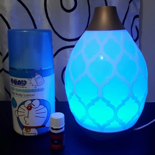 Good night, sleep tight 🌛...#dessertmist difuser by @maikoils.id @youngliving_indonesia 💙#essentialoils #yleo #yleoid #dessertmistdiffuser #youngliving #reviewyleo #clozetteid