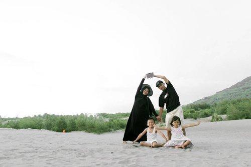 💜💜💜💕💜💜 #family #familypotrait #love #clozetteid #gumukpasir #Jogja