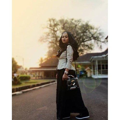 Fallin love with black color😍😍😍😍 #magelang #fashion #black #blackandwhite #monochrome #ootd #fotd #motd #sunshine #flare #flareskirt #follow #followforfollow #clozette #clozetteid #hijab #instafashion #instagood #hijabdaily
