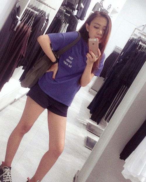 "<div class=""photoCaption"">• entah napa suka kalo mirror selfie gini • <br />  <a class=""pink-url"" target=""_blank"" href=""http://m.id.clozette.co/search/query?term=clozetteid&siteseach=Submit"">#clozetteid</a>  <a class=""pink-url"" target=""_blank"" href=""http://m.id.clozette.co/search/query?term=potd&siteseach=Submit"">#potd</a>  <a class=""pink-url"" target=""_blank"" href=""http://m.id.clozette.co/search/query?term=instapic&siteseach=Submit"">#instapic</a>  <a class=""pink-url"" target=""_blank"" href=""http://m.id.clozette.co/search/query?term=beautybloggerindonesia&siteseach=Submit"">#beautybloggerindonesia</a>  <a class=""pink-url"" target=""_blank"" href=""http://m.id.clozette.co/search/query?term=ootdfashion&siteseach=Submit"">#ootdfashion</a>  <a class=""pink-url"" target=""_blank"" href=""http://m.id.clozette.co/search/query?term=ootd&siteseach=Submit"">#ootd</a>  <a class=""pink-url"" target=""_blank"" href=""http://m.id.clozette.co/search/query?term=lookbookindonesia&siteseach=Submit"">#lookbookindonesia</a>  <a class=""pink-url"" target=""_blank"" href=""http://m.id.clozette.co/search/query?term=lookbook&siteseach=Submit"">#lookbook</a></div>"