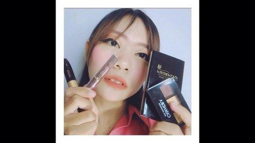 "Beb @enikkarnila aku terima tantangan mu 😍 . Disini aku menggunakan produk dari Casandra Cosmetic @casandracosmetic dan mengambil beberapa inspirasi warna dari mascot ASEAN GAMES ""ATUNG"" .. . Dan aku juga akan menantang @lelychairani untuk memakai produk dari Casandra Cosmetic .. Siap terima tantangan dari aku nggak nih beb ? hihii . music : i don't mind - Jevin Julian - Sheryl - Vidi Aldiano . #beautygoersxcasandra #beautygoersid #casandracosmetic . #clozetteid #makeup #makeuptutorial #tutorialmakeup #tutorial #beautybloggers #ivgbeauty #beauty"