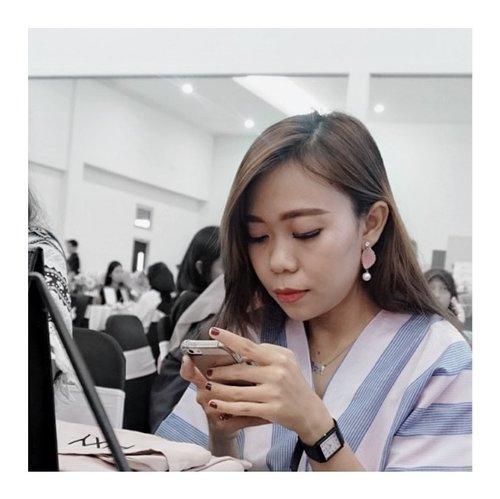 --Tumben nih muka aku di candid mayan enak di liat , biasanya acak adul mencong sana mencong sini 😬thankyou candidnya mbak @neyrhiza 😀--#pixycosmetics #pixymybeautymyenergy #pixybeauty #hipwee #hipweecommunity #hipweexpixy --#clozetteid #surakarta #beautybloggers #beautybloggersolo #beautybloggerindonesia